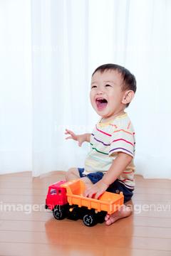 自転車の 自転車 赤ちゃん 母親 : ... おもちゃで遊ぶ赤ちゃんの写真