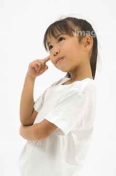 小学生の女の子の写真