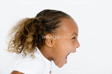 子供 叫ぶ 横顔 1人の画像素材 構図人物の写真素材なら