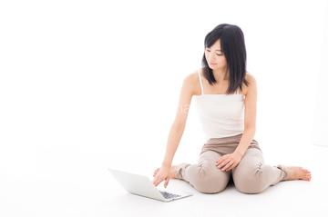 アヒル座り】の画像素材   日本人・人物の写真素材ならイメージナビ