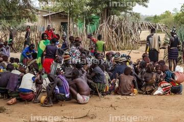 国・地域 > アフリカ > エチオピア,先住民族 座る】の画像素材