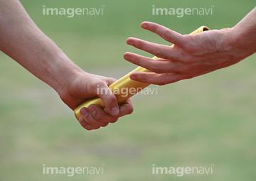 バトンパスの画像素材 陸上競技スポーツの写真素材ならイメージナビ