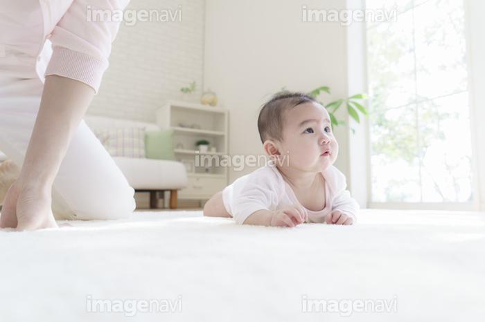 腹這いの赤ちゃん】の画像素材(14214097) | 写真素材ならイメージナビ