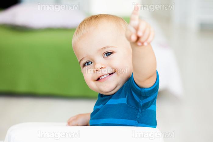 男の子 赤ちゃん 外国人 笑顔 幸福 無邪気 かわいい の画像素材