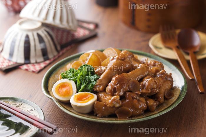 鶏 手羽 元 と 大根 の 煮物