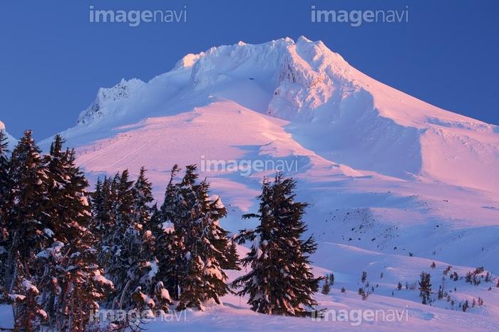 カスケード山脈 成層火山 フッド山 北アメリカの山 頂 晴れ 冬】の画像 ...