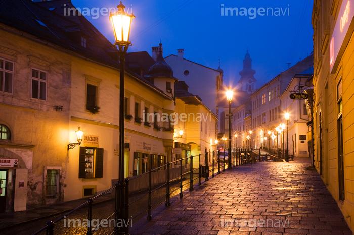 バンスカー シュティアヴニツァの街並み 夜景 の画像素材 写真素材ならイメージナビ